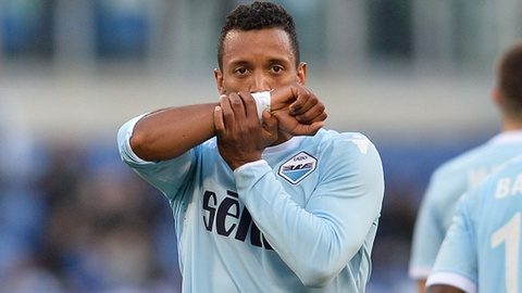 Nani ghi ban va kien tao giup Lazio dai thang Chievo hinh anh