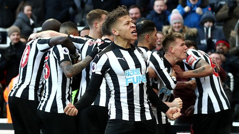 Newcastle 1-0 Manchester United: Quy do tra gia vi phung phi co hoi hinh anh