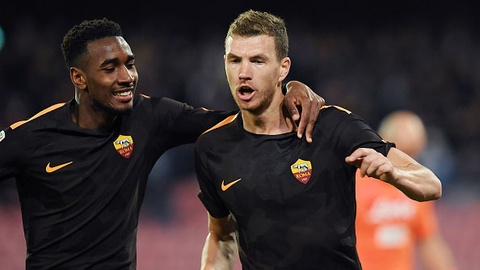 Napoli hut hoi truoc Juventus khi de thua AS Roma 2-4 hinh anh