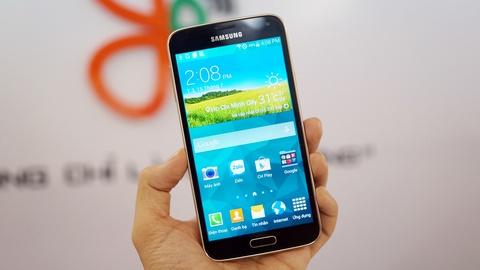 Smartphone man hinh 2K dau tien cua Samsung ve VN hinh anh