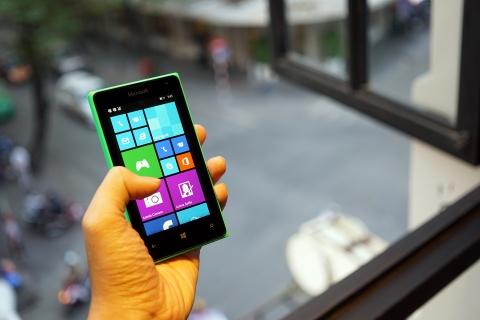 Mo hop Lumia 435 - dien thoai Windows Phone re nhat VN hinh anh