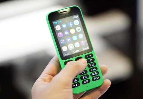 Mo hop Nokia 215 pin cho 27 ngay gia 790.000 dong ban o VN hinh anh
