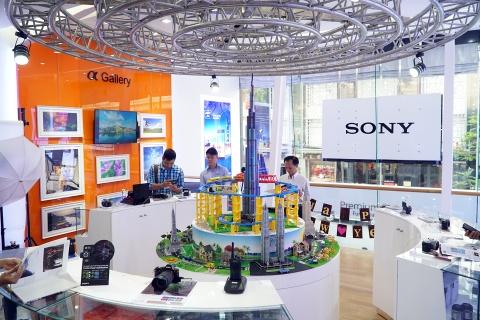 Sony khai truong showroom lon nhat tai TP HCM hinh anh