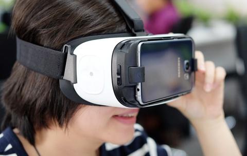 Mo hop kinh Samsung Gear VR xem video thuc te ao o VN hinh anh