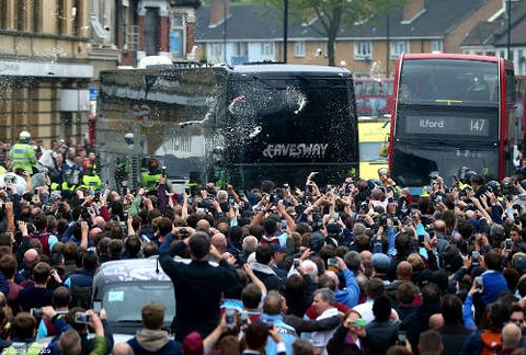xe bus cua manchester united hinh anh