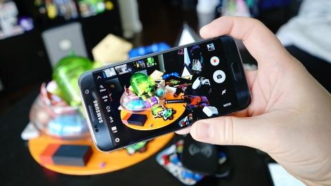 dung pin smartphone hinh anh