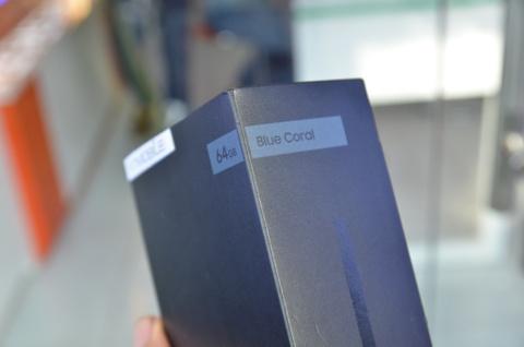 Mo hop Galaxy Note 7 mau xanh gia 21,9 trieu tai VN hinh anh 2