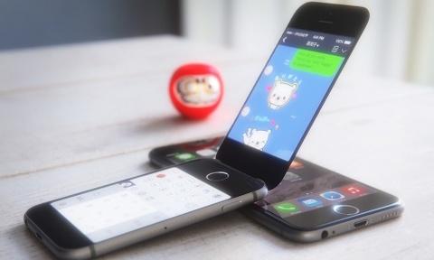 Apple dang bi mat thu nghiem iPhone nap gap hinh anh