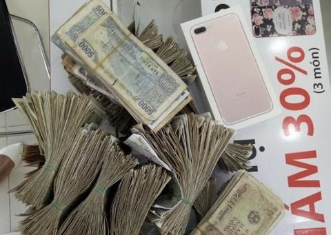 Mang gan 22 trieu tien le di mua iPhone 7 chinh hang hinh anh
