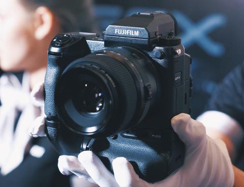 Fujifilm ra mat sieu may anh GFX 50S gia 150 trieu tai VN hinh anh