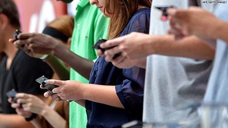 Ha Lan lap den giao thong cho nguoi nghien smartphone hinh anh