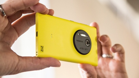 Smartphone Nokia se dung ong kinh Carl Zeiss? hinh anh