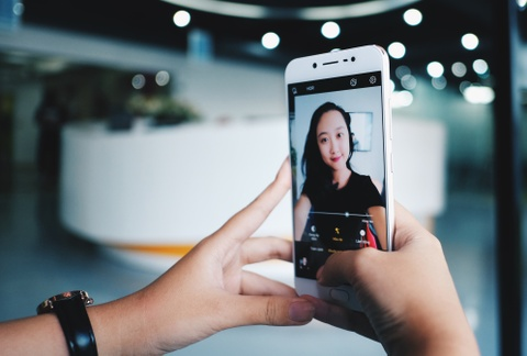 Danh gia Vivo V5S: Smartphone chuyen selfie gia tot hinh anh
