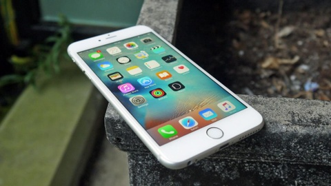 Nguoi dung iPhone doi cu tai VN duoc doi pin neu may cham hinh anh