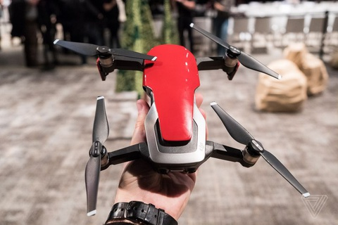 DJI Mavic Air ra mat: Drone quay 4K nho gon, gia 799 USD hinh anh
