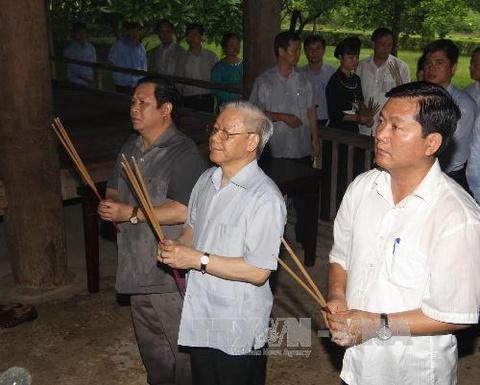 Tong bi thu Nguyen Phu Trong tham khu di tich Tan Trao hinh anh