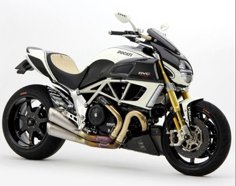 Ducati Diavel len do choi xe dua hinh anh