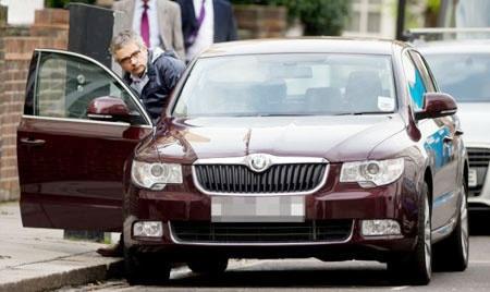 Thu choi xe doc dao cua 'Mr Bean' hinh anh