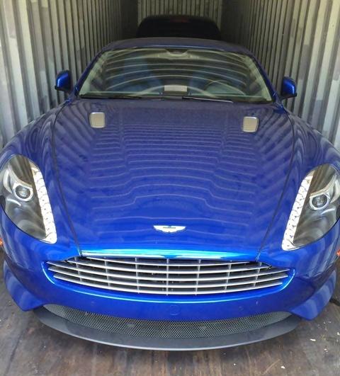 Aston Martin DB9 mau doc xuat hien tai Viet Nam hinh anh