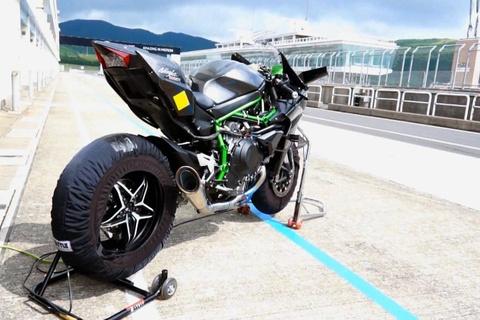 Kawasaki Ninja H2R pho dien suc manh tren duong chay thu hinh anh