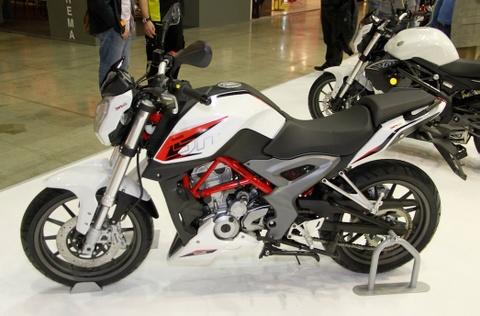 Benelli BN251 moi de doa vi the cua KTM Duke 200 hinh anh