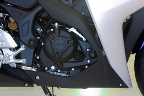 Chi tiet Yamaha YZF-R3 gia 150 trieu moi ra mat hinh anh 11