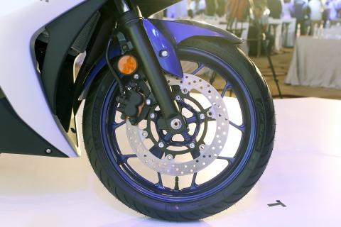 Chi tiet Yamaha YZF-R3 gia 150 trieu moi ra mat hinh anh 7