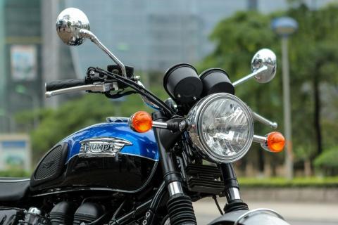 Chi tiet moto Anh hon 800 phan khoi tai Ha Noi hinh anh 3