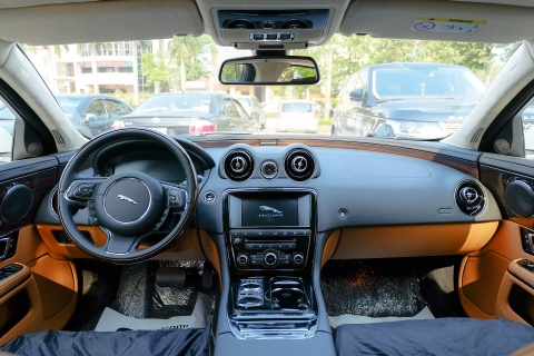 Sedan hang sang Jaguar XJL 2016 gia hon 6 ty tai Viet Nam hinh anh 7