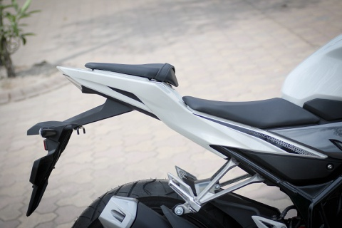 Honda CBR150R 2016 tai VN: the thao hon, giong Yamaha R15 hinh anh 11