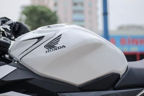 Honda CBR150R 2016 tai VN: the thao hon, giong Yamaha R15 hinh anh 9