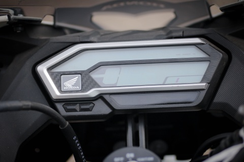 Honda CBR150R 2016 tai VN: the thao hon, giong Yamaha R15 hinh anh 6