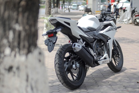 Honda CBR150R 2016 tai VN: the thao hon, giong Yamaha R15 hinh anh 3