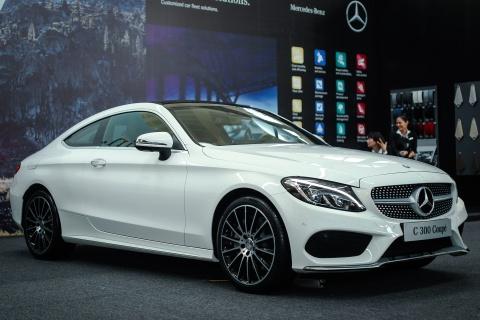 Mercedes-Benz C300 Coupe moi gia 2,7 ty dong tai Viet Nam hinh anh