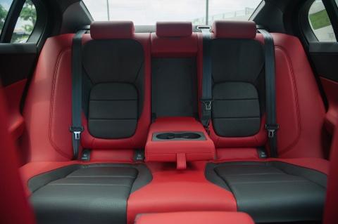 Chi tiet sedan the thao Jaguar XE S dau tien tai Ha Noi hinh anh 12