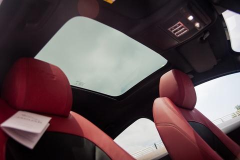 Chi tiet sedan the thao Jaguar XE S dau tien tai Ha Noi hinh anh 11