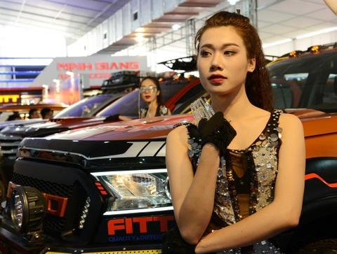 Dan chan dai tai Vietnam Motor Show 2016 hinh anh 13