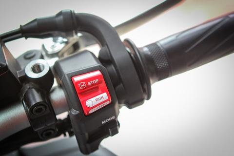 Moto Yamaha 1.000 phan khoi mau doc tai Ha Noi hinh anh 13