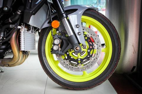 Moto Yamaha 1.000 phan khoi mau doc tai Ha Noi hinh anh 6