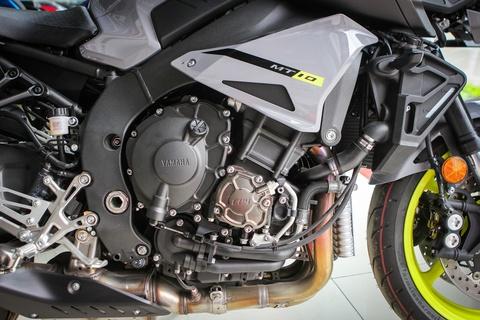 Moto Yamaha 1.000 phan khoi mau doc tai Ha Noi hinh anh 11