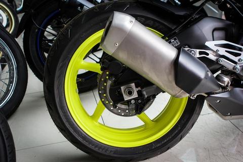 Moto Yamaha 1.000 phan khoi mau doc tai Ha Noi hinh anh 10