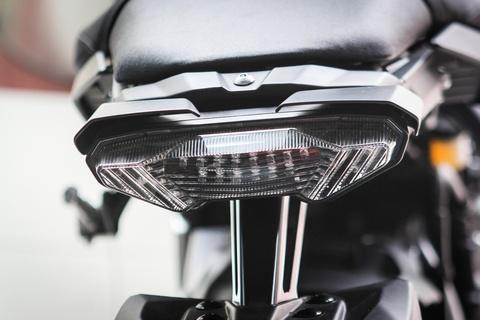 Moto Yamaha 1.000 phan khoi mau doc tai Ha Noi hinh anh 9