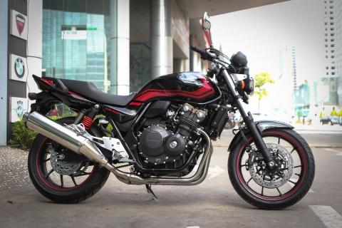 Honda CB400 Super Four SE gia hon 300 trieu tai Ha Noi hinh anh 1