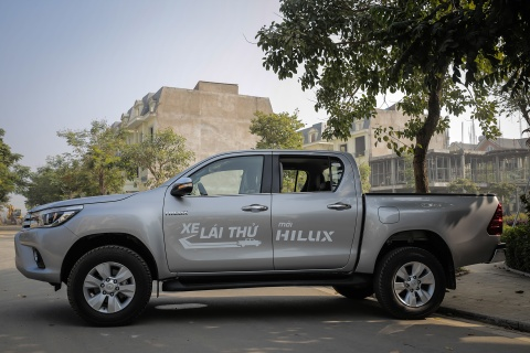 Anh Toyota Hilux 2.8G 2016 gia 870 trieu dong hinh anh 4