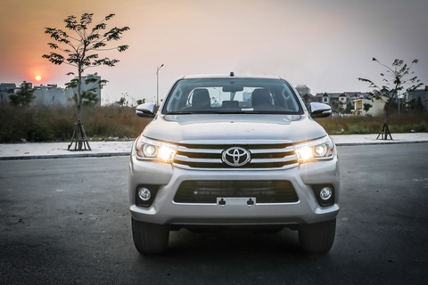 Anh Toyota Hilux 2.8G 2016 gia 870 trieu dong hinh anh 3
