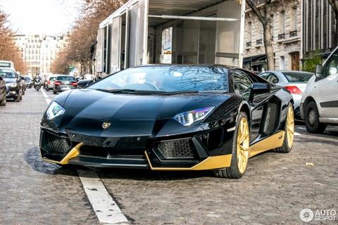 Sieu xe Lamborghini Aventador ban gioi han xuat hien tren pho hinh anh 4