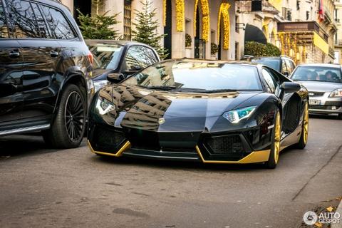 Sieu xe Lamborghini Aventador ban gioi han xuat hien tren pho hinh anh 3