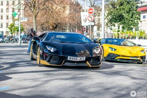 Sieu xe Lamborghini Aventador ban gioi han xuat hien tren pho hinh anh 1