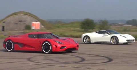 Koenigsegg Agera cho Ferrari 458 Italia hit khoi khi dua duong thang hinh anh