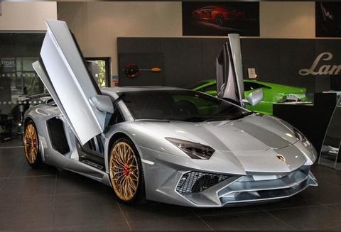 Lamborghini Aventador SV cuoi cung mang mau son Porsche 918 Spyder hinh anh